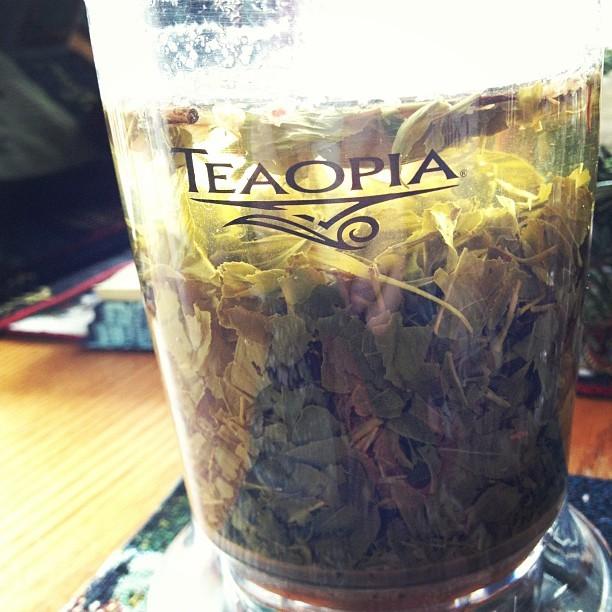 le thé donne le sourire aux stars 83